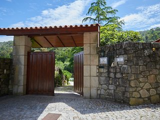 Spacious house very close to the centre of Moledo with Parking, Internet, Pool,