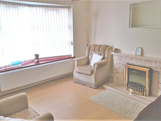 Spacious apartment very close to the centre of Bangor with Parking, Washing mach