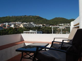 Spacious house in the center of Sesimbra with Parking, Internet, Washing machine