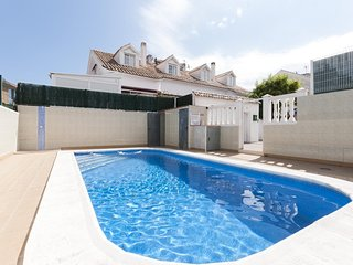 Spacious house in the center of Gandia with Washing machine, Air conditioning, P