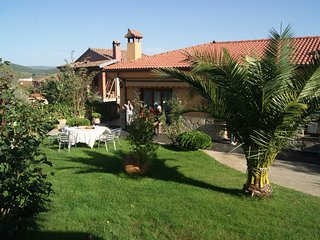 Spacious house in the center of Sotoserrano with Parking, Internet, Washing mach