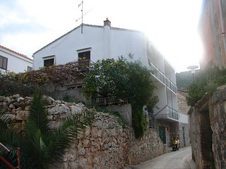 Cozy apartment very close to the centre of Vis with Parking, Internet, Air condi