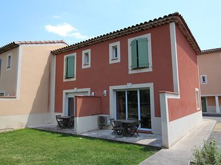 Cozy villa close to the center of Rousset with Parking, Internet, Air conditioni