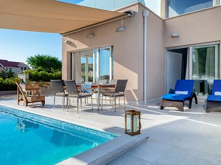 Spacious villa very close to the centre of Hvar with Parking, Internet, Washing