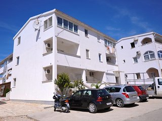Spacious apartment very close to the centre of Novalja with Parking, Internet, W
