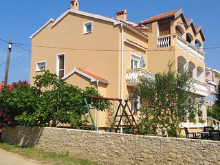 Spacious apartment in the center of Privlaka with Parking, Air conditioning, Bal