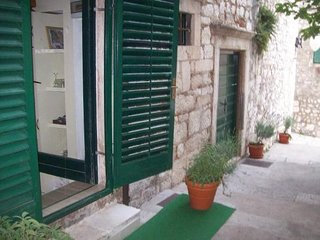 Cozy apartment in the center of Šibenik with Internet