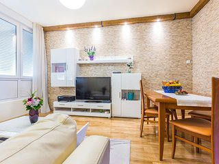 Spacious apartment very close to the centre of Zadar with Internet, Washing mach