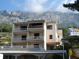 Spacious apartment in the center of Brela with Parking, Internet, Air conditioni