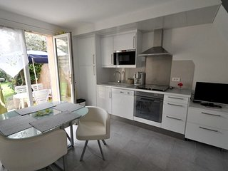 Cozy house in the center of Lauris with Parking, Internet, Washing machine, Air