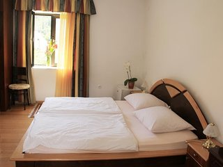 Cozy room in the center of Zaton with Parking, Internet, Air conditioning, Balco