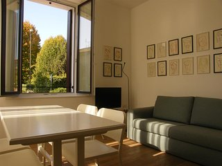 Spacious apartment very close to the centre of Treviso with Parking, Internet, W
