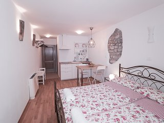 Cosy studio in the center of Piran with Internet, Washing machine, Air condition