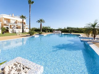 Spacious apartment a short walk away (63 m) from the 'Playa de l'Aigua Morta' in