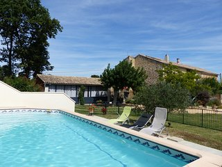 Spacious house close to the center of Camaret-sur-Aigues with Parking, Internet,