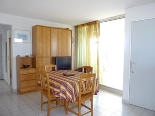 Spacious apartment close to the center of Le Grau-du-Roi with Lift, Parking, Was