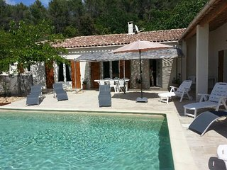 Spacious villa close to the center of Le Beaucet with Parking, Internet, Washing
