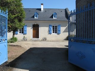 Spacious house in Bagnères-de-Bigorre with Parking, Internet, Washing machine, A