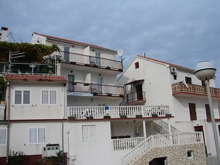 Cozy apartment in the center of Vis with Parking, Internet, Air conditioning, Ba