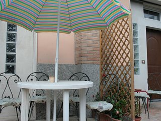 Spacious apartment close to the center of Pescara with Parking, Internet, Washin