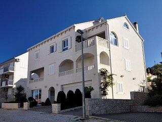 Cozy apartment in the center of Postira with Parking, Internet, Washing machine,