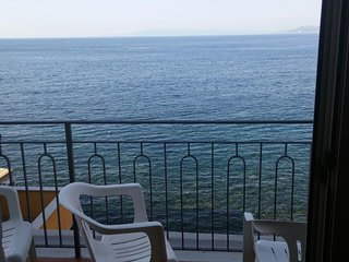 Spacious apartment in Messina with Parking, Internet, Air conditioning, Balcony