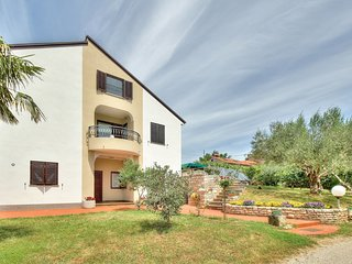 Cozy apartment in the center of Zambratija with Parking, Air conditioning, Terra