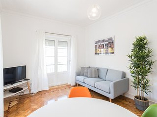 Spacious apartment close to the center of Lisbon with Internet, Washing machine,