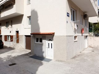 Spacious apartment very close to the centre of Split with Parking, Internet, Was