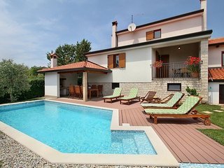 Spacious villa in the center of Vabriga with Parking, Internet, Washing machine,