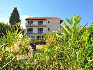 Cozy apartment in the center of Sutivan with Parking, Air conditioning, Balcony,