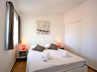 Cozy apartment in the center of Murter with Parking, Internet, Washing machine,