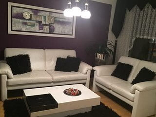 Spacious apartment very close to the centre of Garbsen with Parking, Internet, W