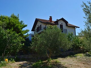 Spacious villa in the center of Grebastica with Parking, Internet, Washing machi