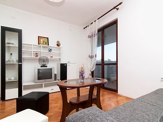 Cozy apartment in the center of Vintijan with Parking, Internet, Washing machine