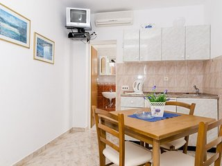 Cosy studio in the center of Lumbarda with Parking, Internet, Air conditioning,