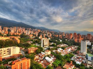Spacious apartment in Medellin with Lift, Parking, Internet, Washing machine