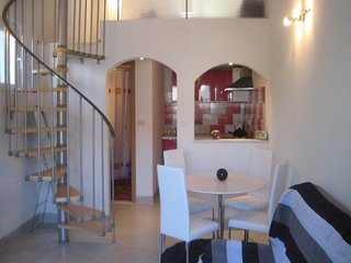 Cosy studio close to the center of Supetar with Parking, Internet, Air condition