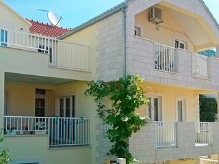 Cozy apartment in the center of Bol with Internet, Air conditioning, Balcony, Te