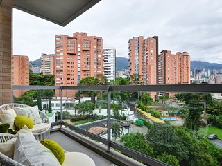 Spacious apartment in Medellín with Lift, Internet, Washing machine, Pool