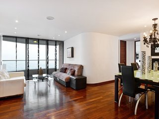 Spacious apartment in Medellín with Lift, Parking, Internet, Pool