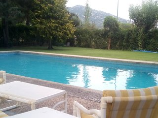 Spacious villa in Hoyo de Manzanares with Parking, Internet, Washing machine, Po