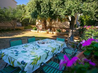 Cozy apartment in the center of Mandre with Parking, Internet, Air conditioning,