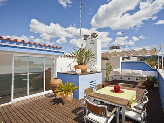 Spacious apartment very close to the centre of Sitges with Lift, Internet, Washi