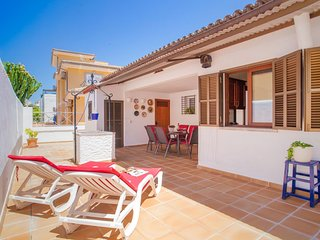 Spacious house a short walk away (258 m) from the 'Playa Caseta de Capellans' in