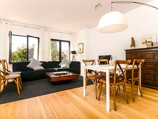Spacious apartment in Lisbon with Lift, Parking, Internet, Washing machine