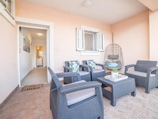 Cozy apartment very close to the centre of Vodice with Parking, Internet, Washin