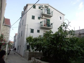 Cozy apartment in the center of Sućuraj with Internet, Air conditioning, Balcony