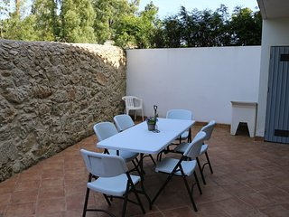 Spacious house in the center of Moledo with Parking, Internet, Washing machine,