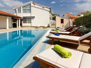 Spacious villa in Poreč with Parking, Internet, Washing machine, Air conditionin